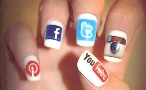Social media icons on nails